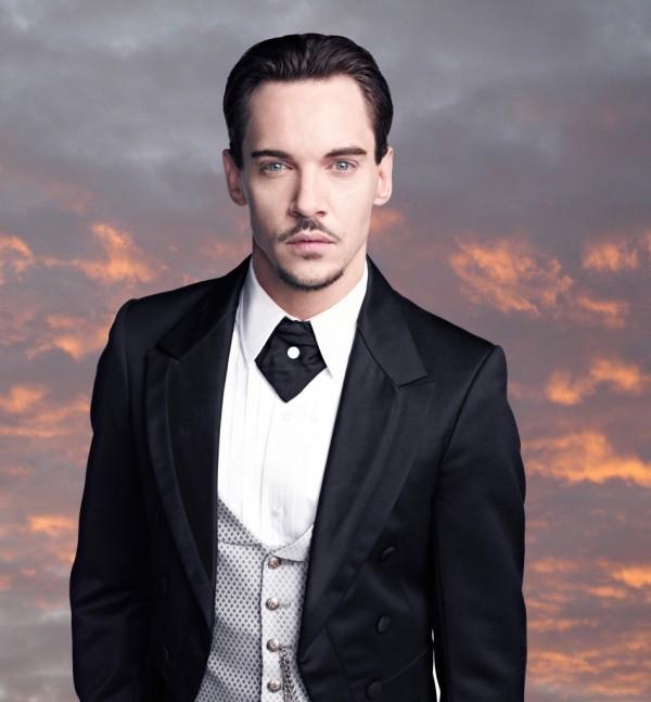 http://22dakika.org/wp-content/uploads/2013/11/Dracula-O-600x647.jpg