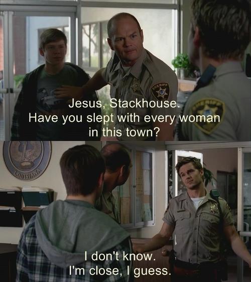 Andy: Hayret bir şeysin Stackhouse. Kasabada yatmadığın kadın kaldı mı? Jason: Bilmem, biraz kaldı galiba.