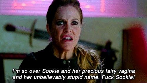 Pam: Sookie'den de kıymetli peri vajinasından da aptal isminden de bıktım artık! Sookie'yi s*kiyim!