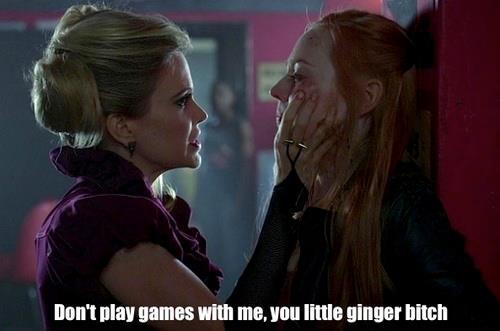 Pam: Benimle oyun oynama, seni küçük kızıl kaltak.