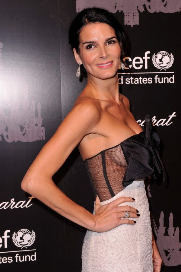 Angie-Harmon--2013-UNICEF-Snowflake-Ball--01