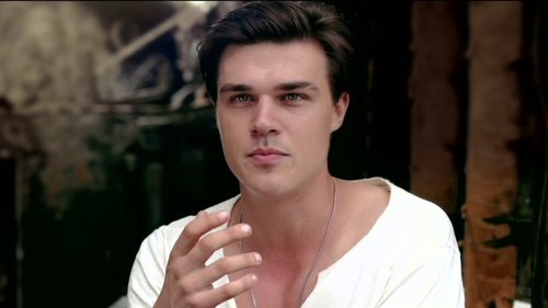 video-unbroken-finn-wittrock-on-the-difference-between-mac-and-louis-videoSmall