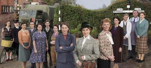 IT EPISODE 1 Pictured L-R: DAISY BADGER as Claire Hillman, MIKE NOBLE as Spencer Bradley, FRANCES GREY as Erica Campbell, ED STOPPARD as Will Campbell, CLAIRE RUSHBROOK as Pat Simms, BRIAN FLETCHER as Little Stan Farrow, CLARE CALBRAITH as Steph Farrow, RUTH GEMMELL as Sarah King, FRANCESCA ANNIS as Joyce Cameron, SAMANTHA BOND as Frances Barden, LEANNE BEST as Teresa Stockwood, WILL ATTENBOROUGH as David Brindsley, DANIEL RYAN as Bryn Brindsley and CLAIRE PIRICE as Miriam Brindsley. Photographer: COLIN hUTTON. This image is the copyright of ITV and must be credited. The images are for one use only and to be used in relation to Home Firs, any further charge could incur a fee.