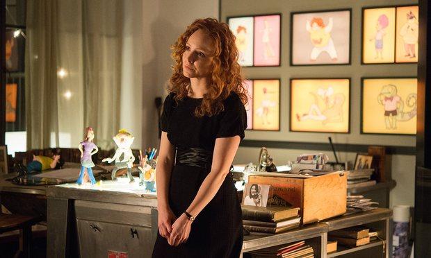 Esasında bir oyuncu-komedyen olmak isteyen terapist Jules (Lauren Ambrose)