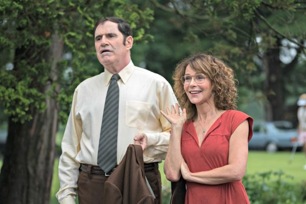 entertainment-2015-10-red-oaks-richard-kind-jennifer-grey-main