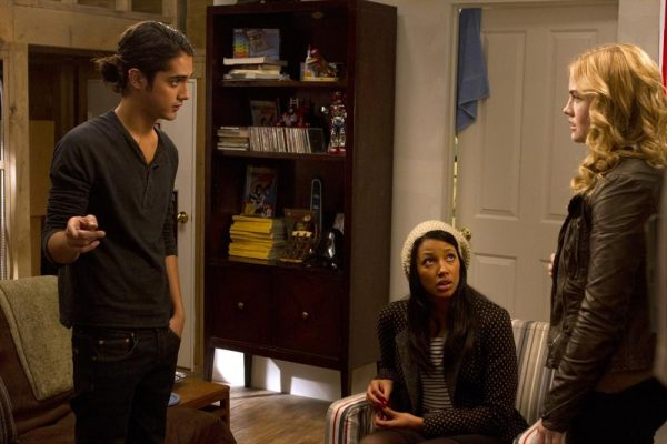 """TWISTED - """"Dead Men Tell Big Tales"""" - Startling truths are revealed and new secrets are shared in """"Dead Men Tell Big Tales,"""" the winter premiere episode of ABC Family's original series """"Twisted,"""" airing Tuesday, February 11th (9:00 - 10:00 PM ET/PT). (ABC FAMILY/Adam Rose) AVAN JOGIA, KYLIE BUNBURY, MADDIE HASSON"""