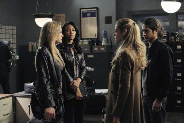 """TWISTED - """"Danny, Interrupted"""" - Danny resolves to get to the bottom of the murder cover-up in a new episode of ABC Family's original drama """"Twisted,"""" airing Tuesday, March 25th (9:00 - 10:00 PM ET/PT). (ABC FAMILY/Tony Rivetti) BRIANNE HOWEY, KYLIE BUNBURY, DENISE RICHARDS, AVAN JOGIA"""