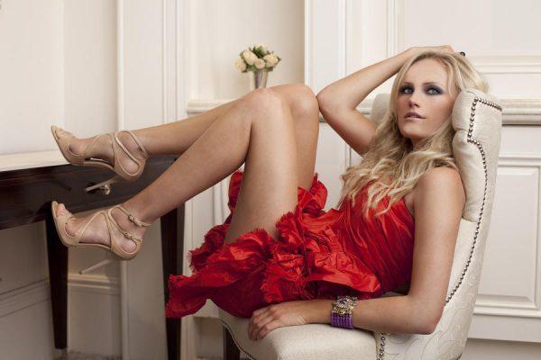 87136-malin-akerman-red-miniskirt-ho-uyfp