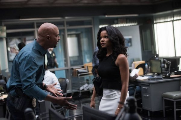 "LETHAL WEAPON: Pictured L-R: Damon Wayans and Keesha Sharp in the ""Ties That Bind"" episode of LETHAL WEAPON airing Wednesday, Nov. 2 (8:00-9:00 PM ET/PT) on FOX. ©2016 Fox Broadcasting Co. CR: Eddy Chen/FOX"