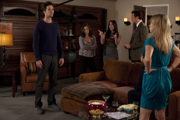 "PERFECT COUPLES -- ""Perfect Health"" Episode 105 -- Pictured: (l-r) David Walton as Vance, Christine Woods as Julia, Olivia Munn as Leigh, Hayes MacArthur as Rex, Mary Elizabeth Ellis as Amy -- Photo by: Adam Rose/NBC"